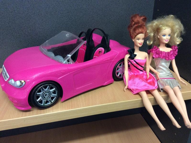 E2.924.8: BARBIE CAR AND DOLLS