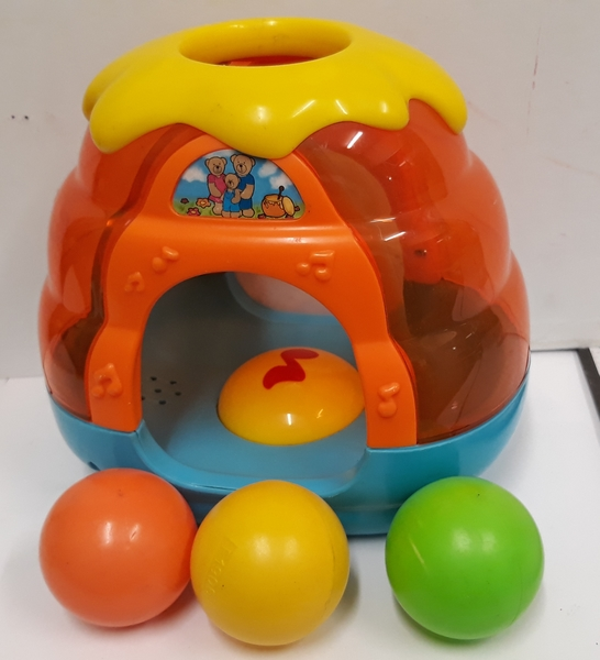 B2.047.4: Musical Beehive with Balls