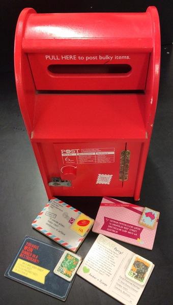 E2.5593: WOODEN MAIL BOX