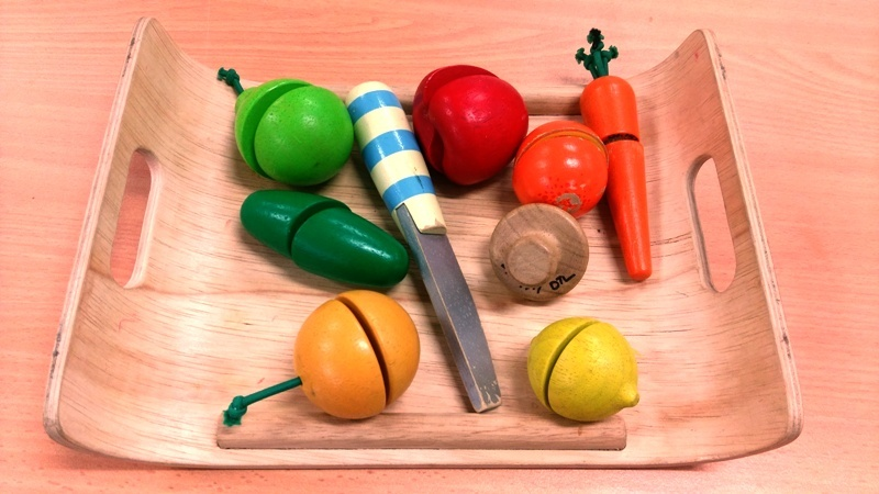 D1.197.1: WOODEN FRUIT AND VEGETABLE PLAY SET