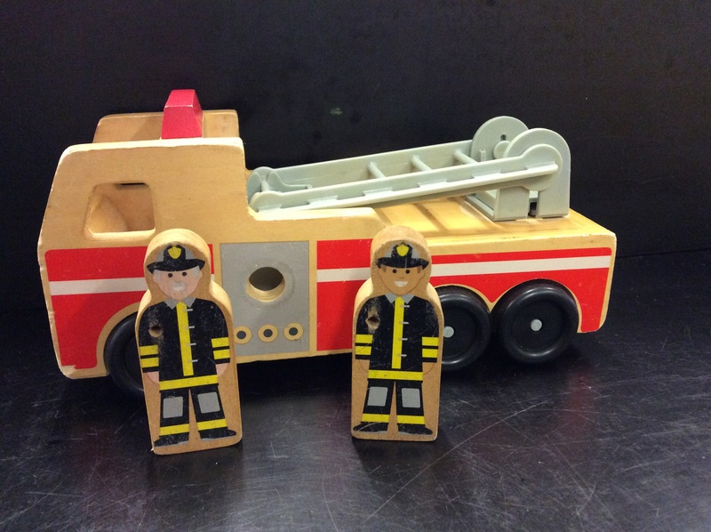 E2.194.1: WOODEN FIRE RESCUE SET