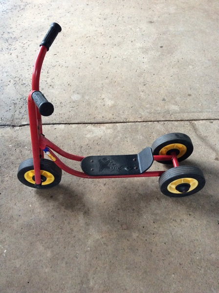 A2.326.1: 3 WHEEL SCOOTER