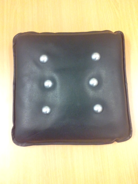 C4.021.1: BLACK VIBRATING CUSHION