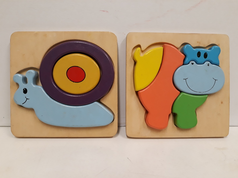 C2.770.1: 2 X WOODEN PUZZLE = HIPPO AND SNAIL