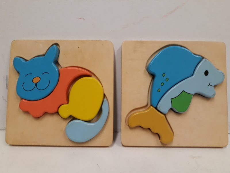 C2.770.2: 2 X WOODEN PUZZLES = FISH AND CAT