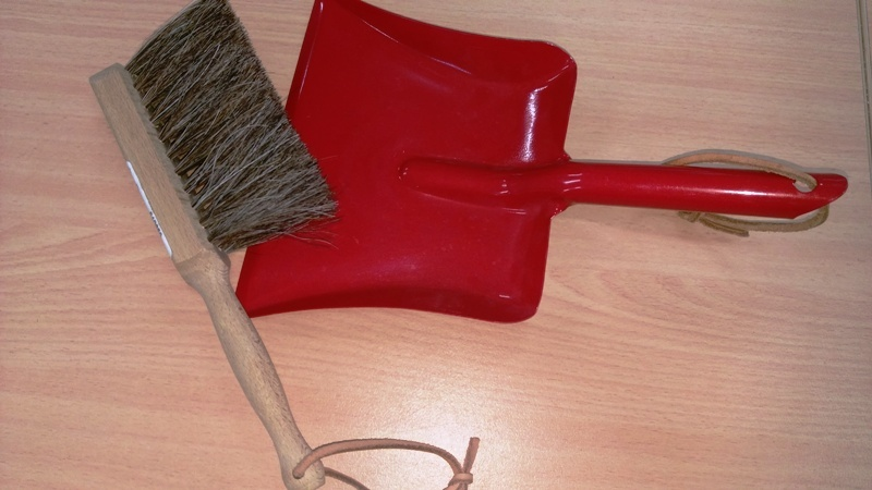 E2.035.1: DUST PAN AND BRUSH