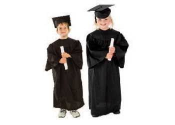 e2.978.16: Dress ups Graduation Gown