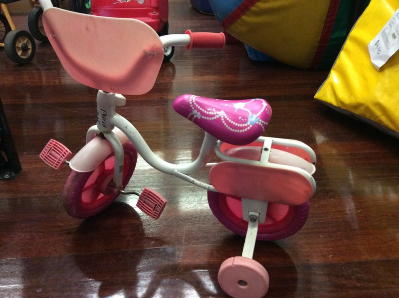 A2.068.2: PINK AND WHITE BIKE WITH TRAINING WHEELS