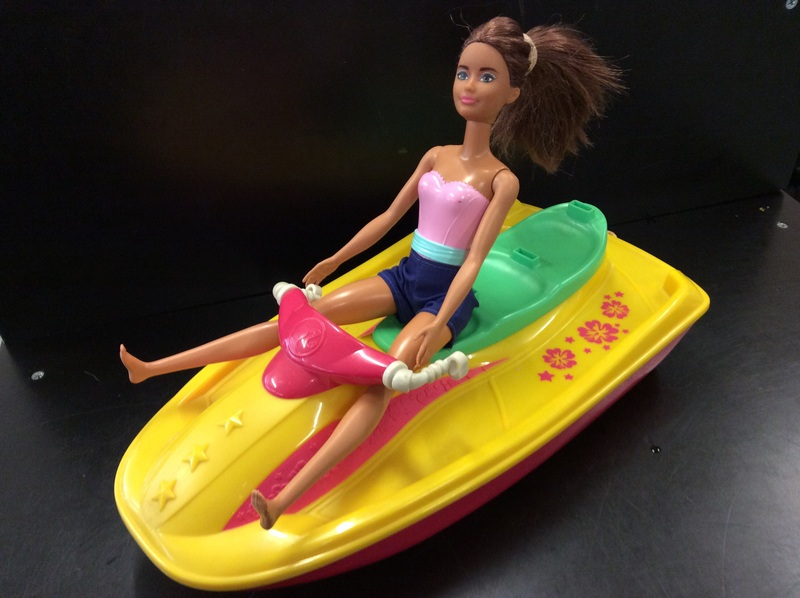 E2.924.4: PINK BARBIE CAR AND JET SKI 3 BARBIE DOLLS