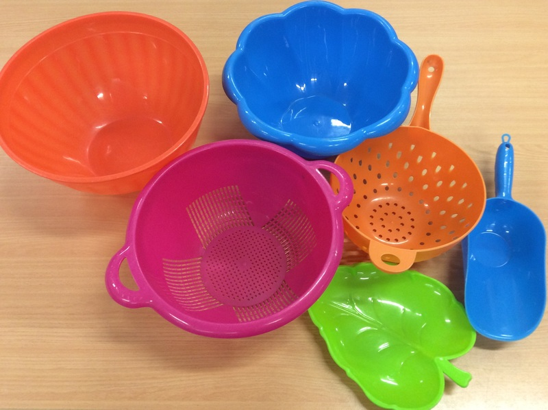 E1.014.2: PLASTIC WATER PLAY SET