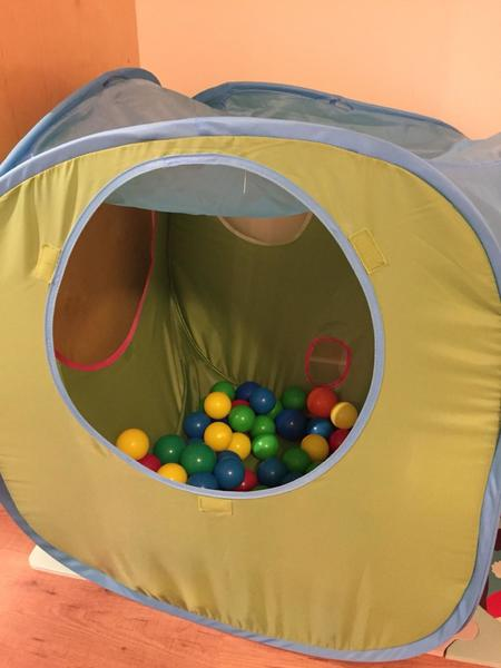 A2003: Play tent with balls