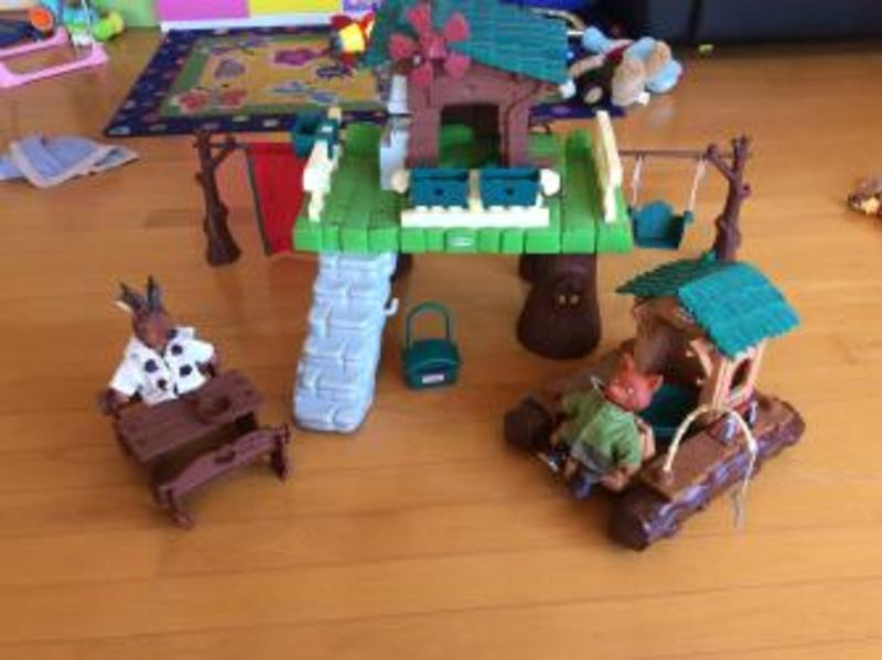 1729: Berchet Story Treehouse and Raft with bag