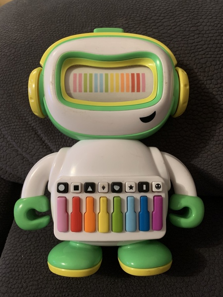 699: Playskool Maestro-bot musical robot