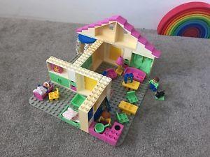 113: DUPLO DOLLS HOUSE