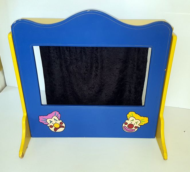 603: TABLE TOP PUPPET THEATRE