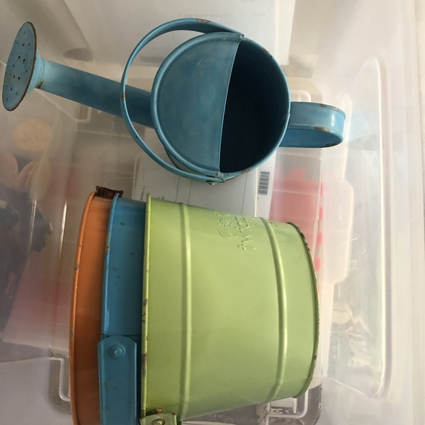 H89: Watering Can & Buckets