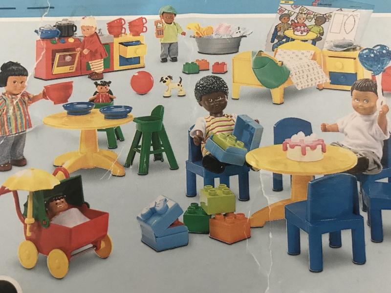 C93: Lego dolls family set