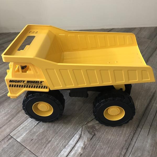 F22: Super Steel Dump Truck