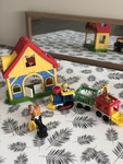 B271: Little Peoples Farm House and Train