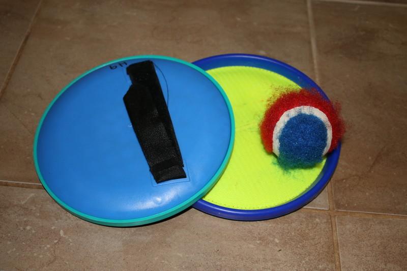 H9: Velcro Ball Catch Set