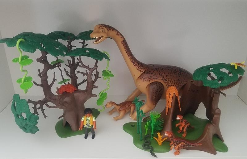 IMG7: Playmobil Brontosaurus and Baby