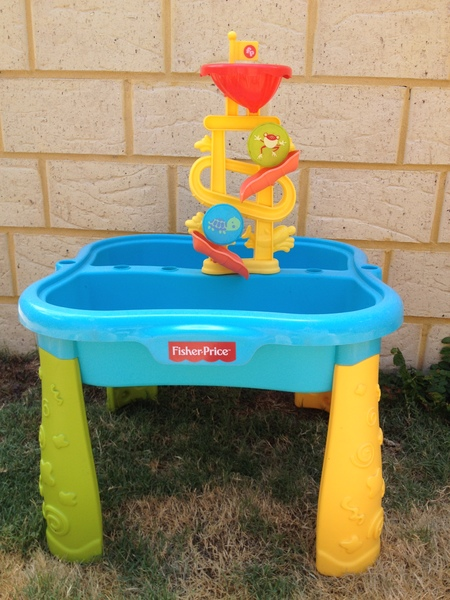 O12: Fisher-Price Water Table