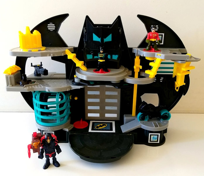 IMG8: Imaginext DC Super Friends Batcave