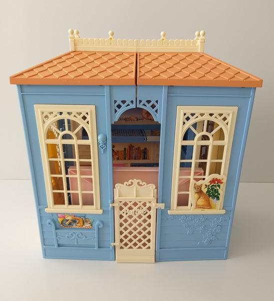 IMG21: Barbie: Blue House