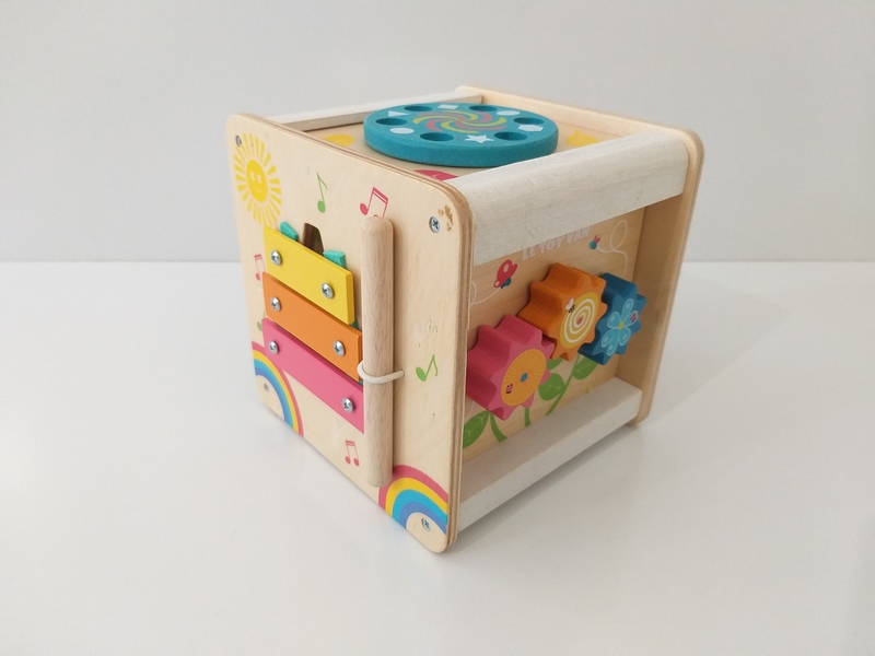 B80: Petit Activity Cube