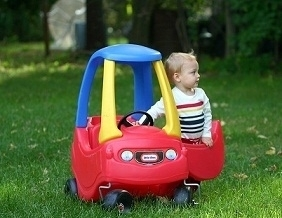 R62: Cozy Coupe (red and blue)