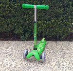 R49: Micro Mini Deluxe Scooter (Green)