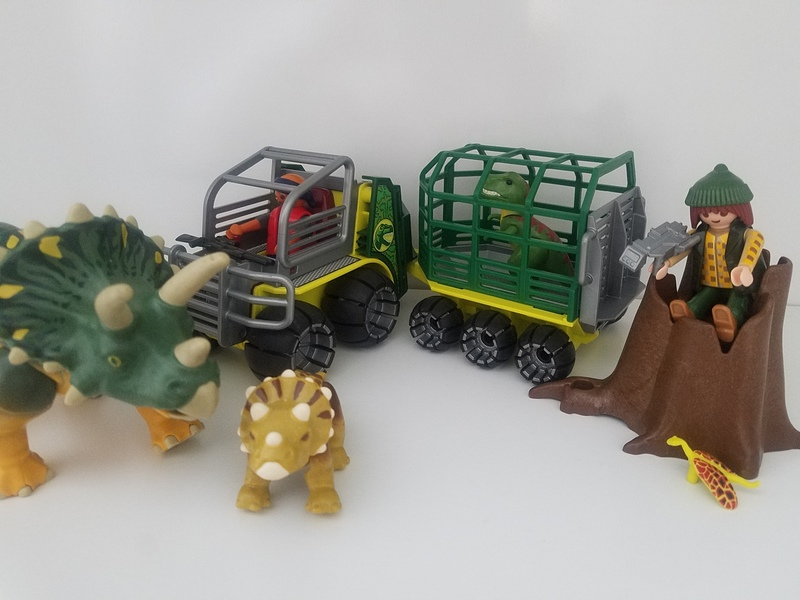 IMG31: Playmobil Dino Carrier with Dinosaurs