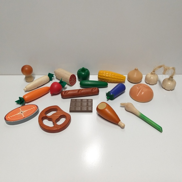 RP84: Assorted Wooden Food