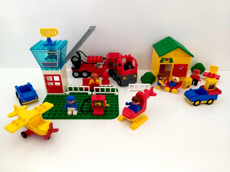 C23: Duplo Airport, Post Office and Fire Truck
