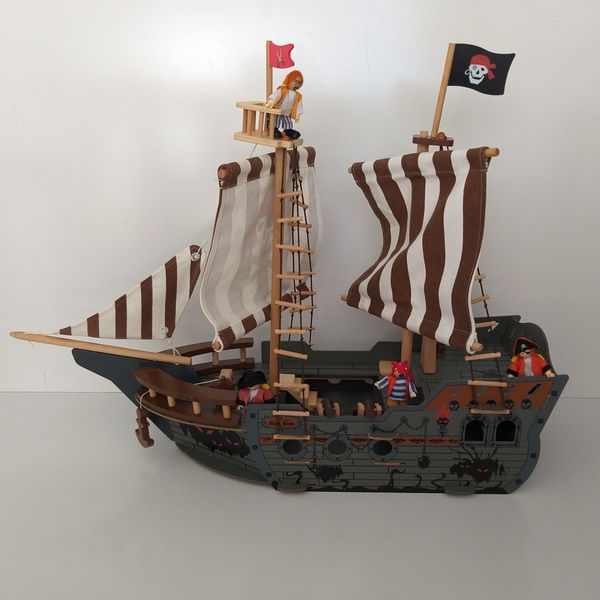 IMG34: Deluxe Pirate Ship