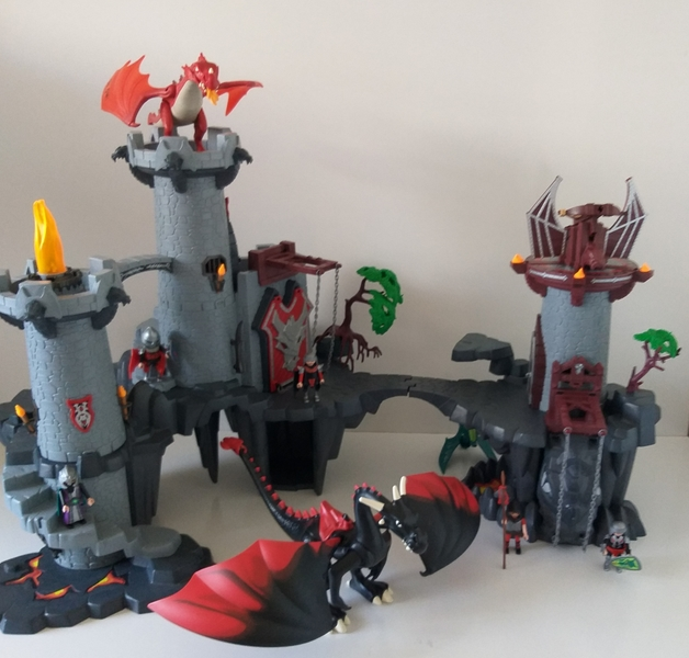 IMG75: Playmobil Great Dragon Castle and Dungeon