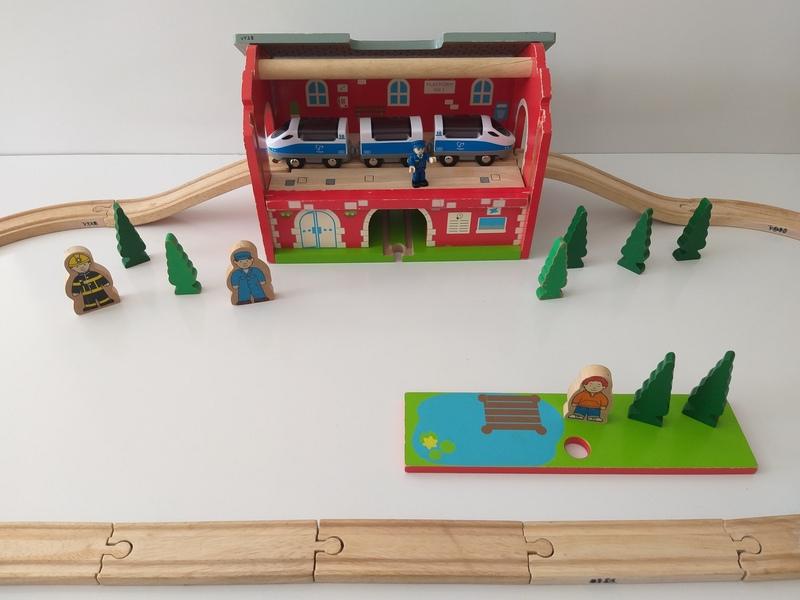 VT28: Bigjigs Railway Station Carry Set