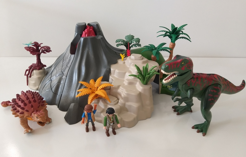 IMG85: Playmobil Volcano with Tyrannosaurus and Brachiosaurus