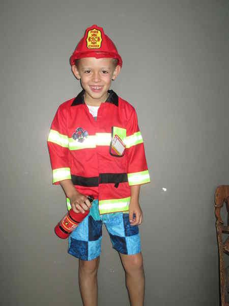 D41: Fireman Costume
