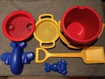 28: Bucket, spade and sand toys set