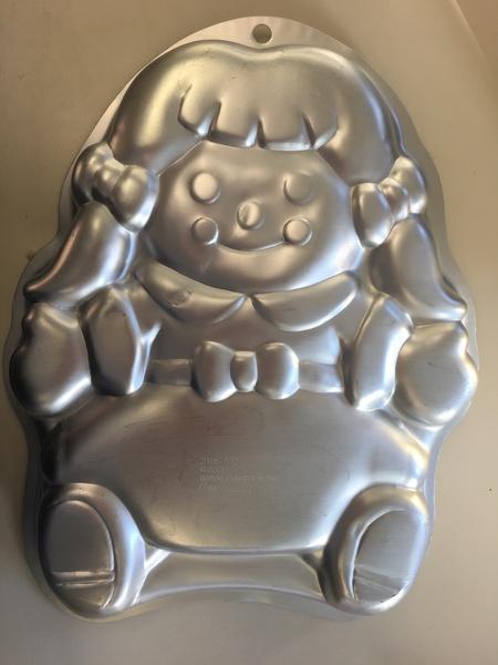 1116: Metal Cake Tin - Little Girl