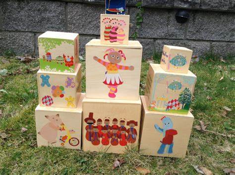 1758: In the Night Garden Stacking Boxes