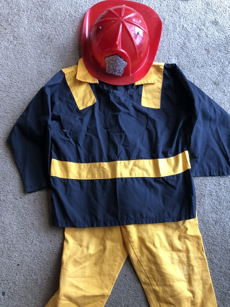 D37: Firefighter costume