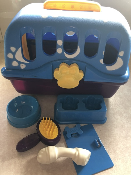 F265: Pet Carrier and accessories