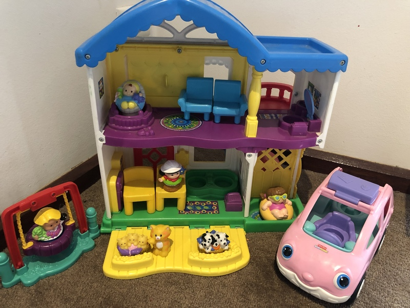 F271: Little people house and car