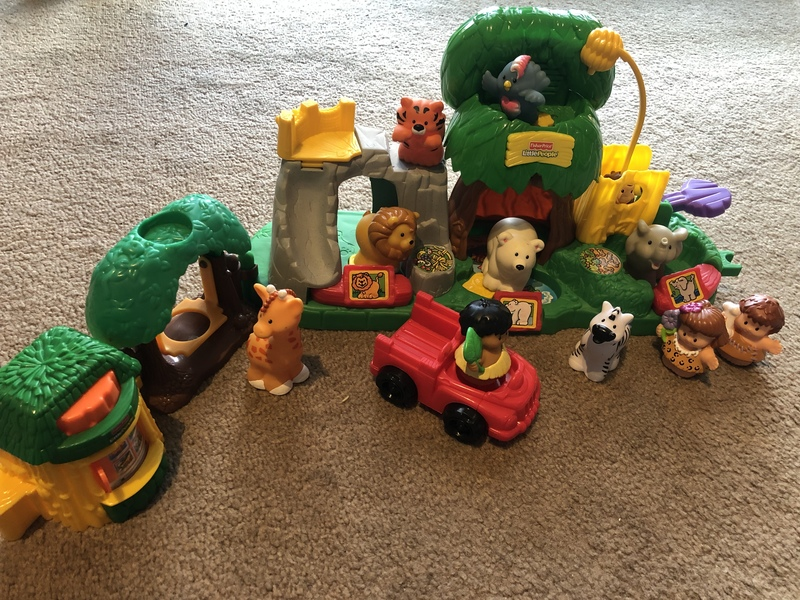 F273: Fisher price Little People Zoo