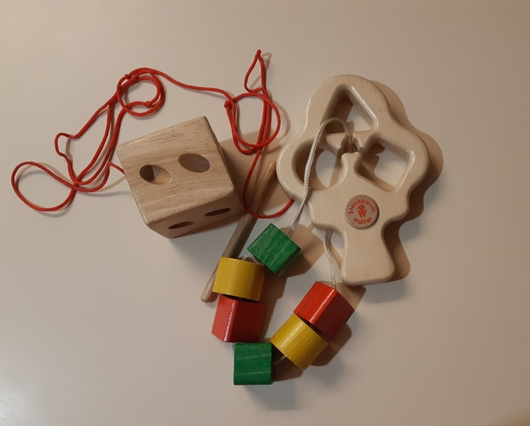 L49: Shape sorter threading wooden tree and cube