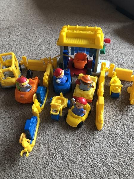 F275: Little tikes car wash / petrol station