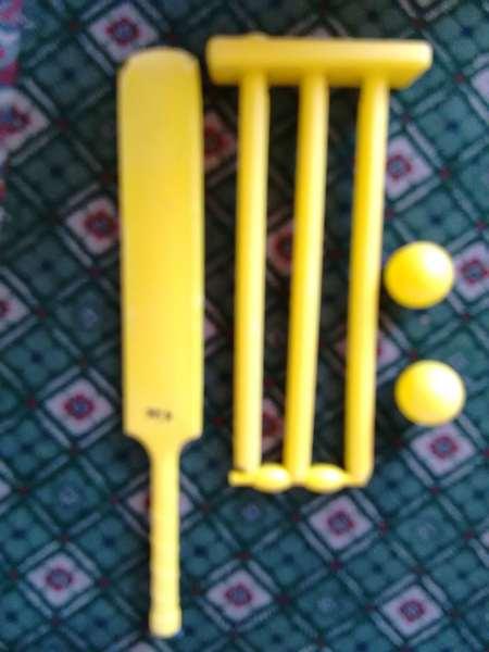 424: Cricket Set