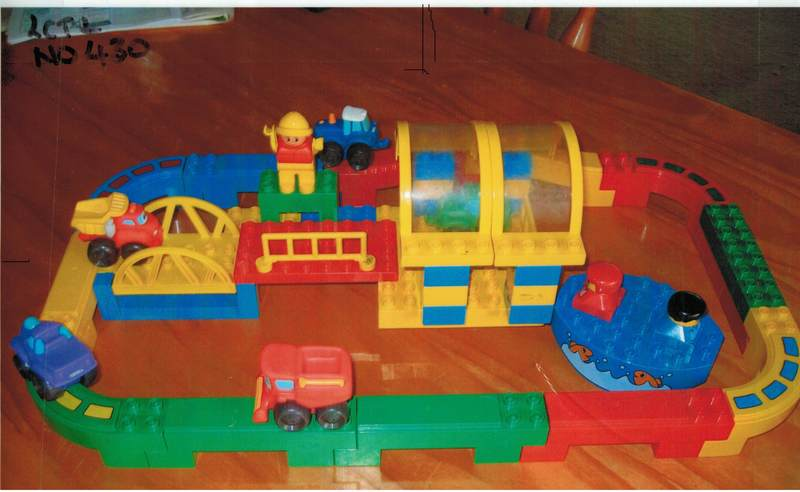 430: Duplo Track And Water